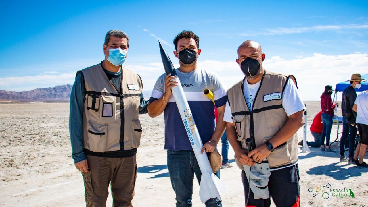 """Alumnos de la carrera de Ingeniería en Aeronáutica del Instituto Tecnológico de Tijuana que participaron en el """"Gran Concurso Estatal Lanzamiento de Cohetes"""""""